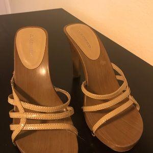 Natural/Tan Heels